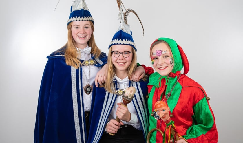 Jeugdprinses Marte (Aarts), jeugdnarrinneke Romee (van Ass) en jeugdvorstin Lieke (Ewalts).