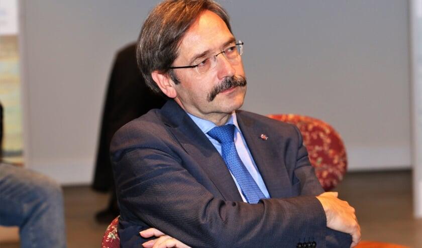 <p>SP-Kamerlid Renske Leijten wil van de minister weten of ze vindt dat de positie van gouverneur Theo Bovens (foto) nog houdbaar is. &nbsp;</p>
