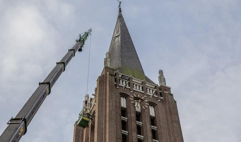 <p>Deze week is door Stichting Carillon Venray een hoogwerker ingezet om werk te kunnen verrichten aan de toren van de Grote Kerk in Venray.&nbsp;</p>