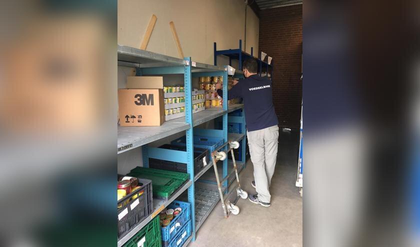 <p>De schappen zijn angstvallig leeg in het magazijn van Voedselbank Limburg-Noord.&nbsp;</p>