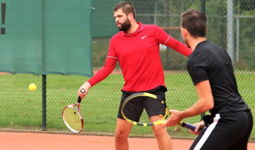 <p>Een lekker potje tennissen tijdens de zomermaanden.</p>