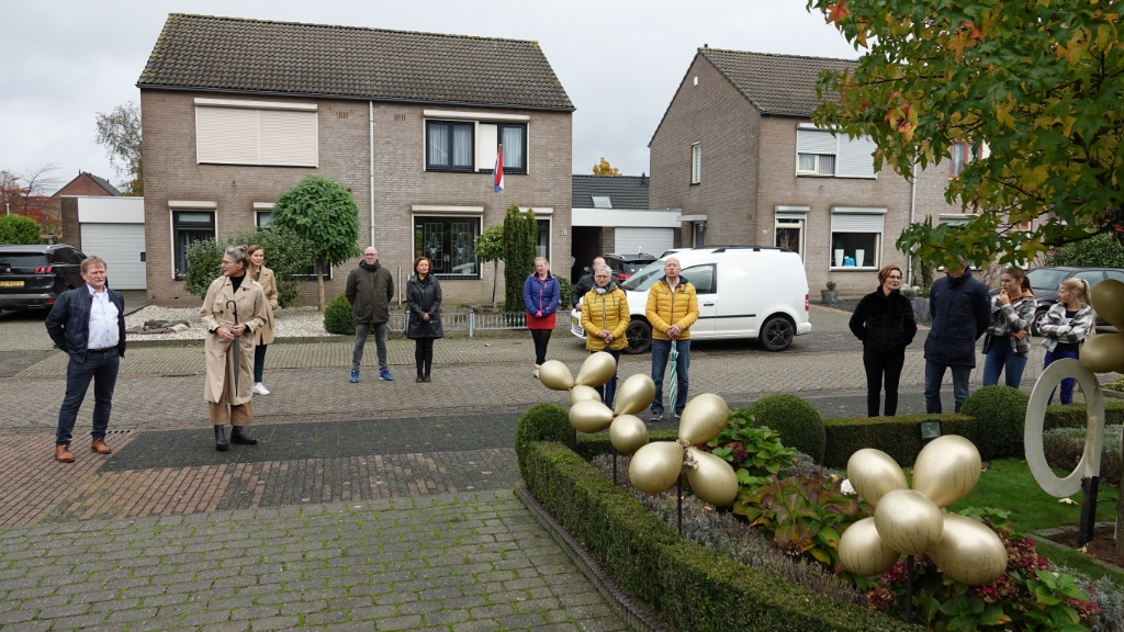<p>De buurt kwam het paar toezingen</p> Foto: Chris Smits © Maasduinencentraal