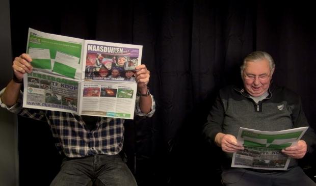<p>Toon &amp; Fred met de nieuwe Maasduinen Courant</p>