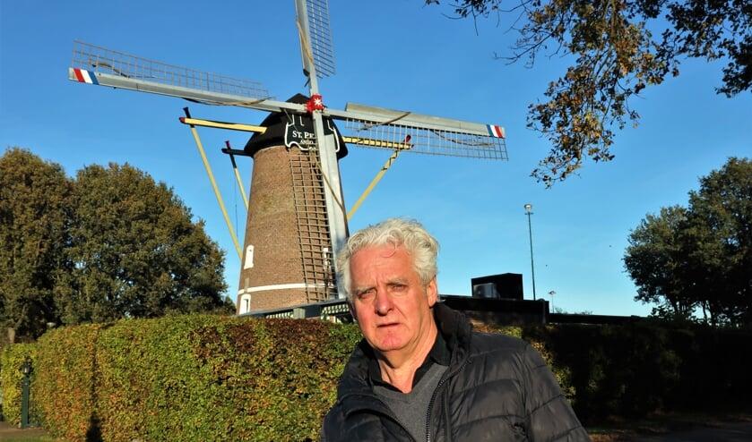 <p>Gerard Stoks is trots op zijn molen die na een restauratie weer tiptop in orde is.</p>