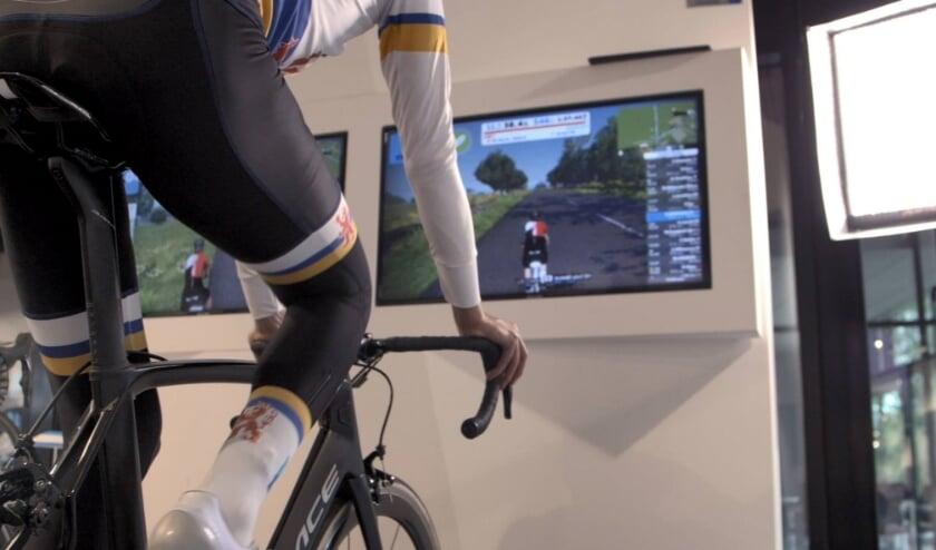 <p>Basisschoolleerlingen maken op een moderne en virtuele manier kennis &nbsp;met de wielersport.</p>