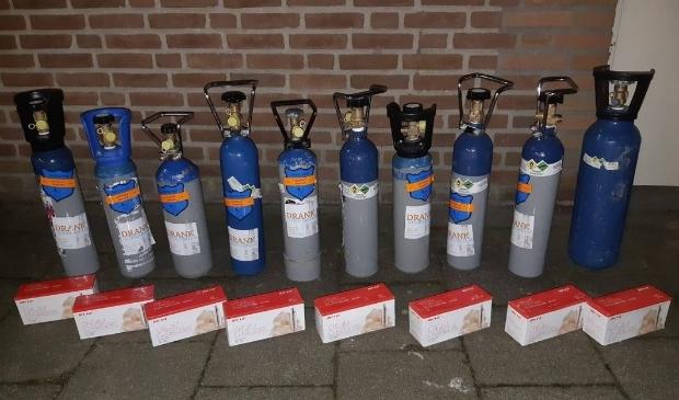 De gevonden gasflessen werden in beslag genomen