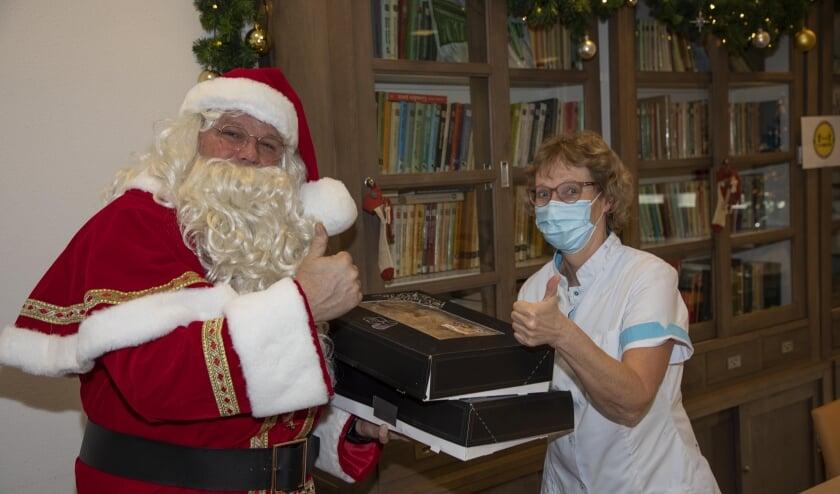 <p>De kerstman van Venray centraal verraste personeel en bewoners van zorghuizen.&nbsp;</p>