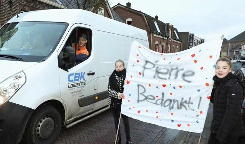 <p>Postbezorger Pierre Janssen werd donderdag bedankt door de inwoners van Vierlingsbeek, ook de jeudige.&nbsp;</p>