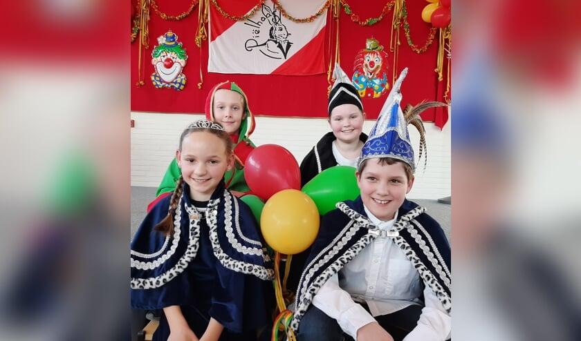 Prins Thijs, prinses Isa en hun adjudanten Eline en Mathies.