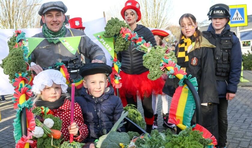 Carnaval startte in de wijk Landweert met de scholenoptocht.