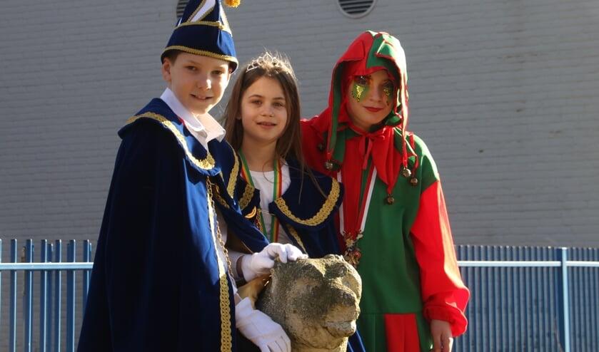 Prins Tim, prinses Eliza en nar Matthew van De Bongerd.
