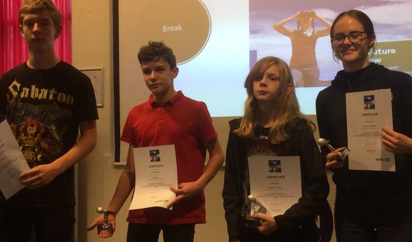 Metameerdeelnemers aan de Junior Speaking Contest, van links naar rechts: Sem van Bijsterveld, Troy Dijsselbloem, Matt Collett en Daphne Bakx.