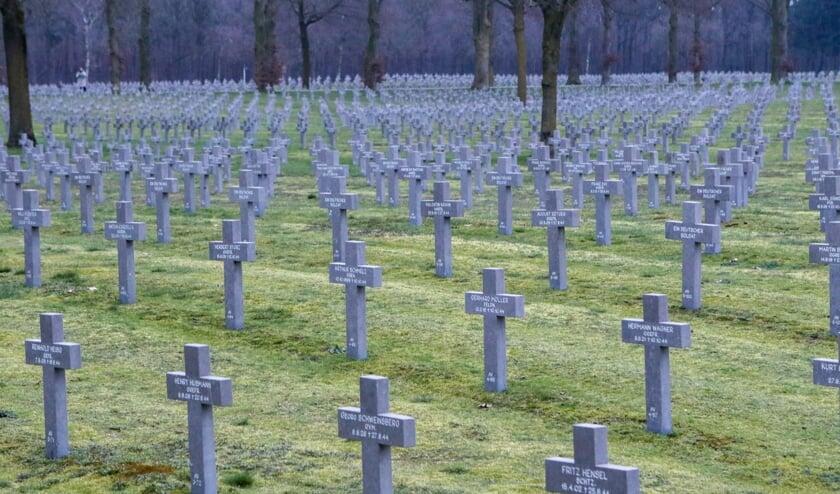 <p>De stoffelijke resten van de Duitse pilot worden bijgezet op Duitse militaire begraafplaats in <em>Ysselsteyn.&nbsp;</em></p>