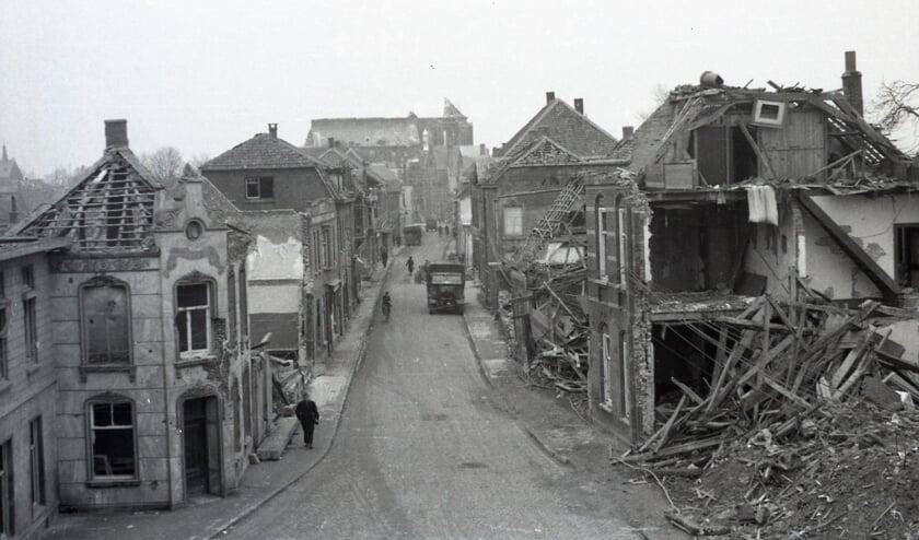 De foto geeft een beeld van de verwoesting die de oorlog in Venray aanrichtte.