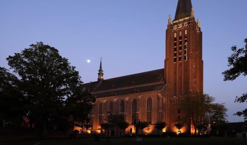 <p>Ook vanuit de toren van de Grote Kerk is zaterdag tussen 14.00 en 14.30 uur &nbsp;Tong Tong en Carillon te beluisteren.</p>
