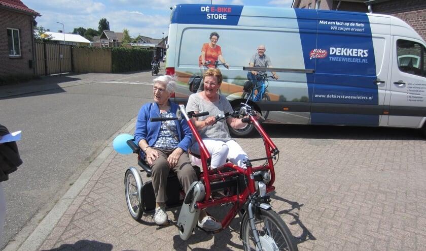 Een kleine 60 inwoners van Merselo probeerden de duofiets zaterdag uit.