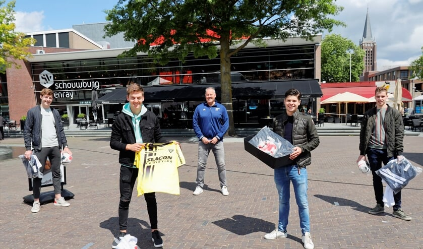 Vier prijswinnaars en sponsor Bart van Roosmalen in de schijnwerper.