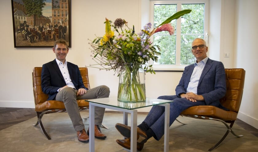 Prof. Dr. Joop van den Bergh (links) en burgemeester Luc Winants.