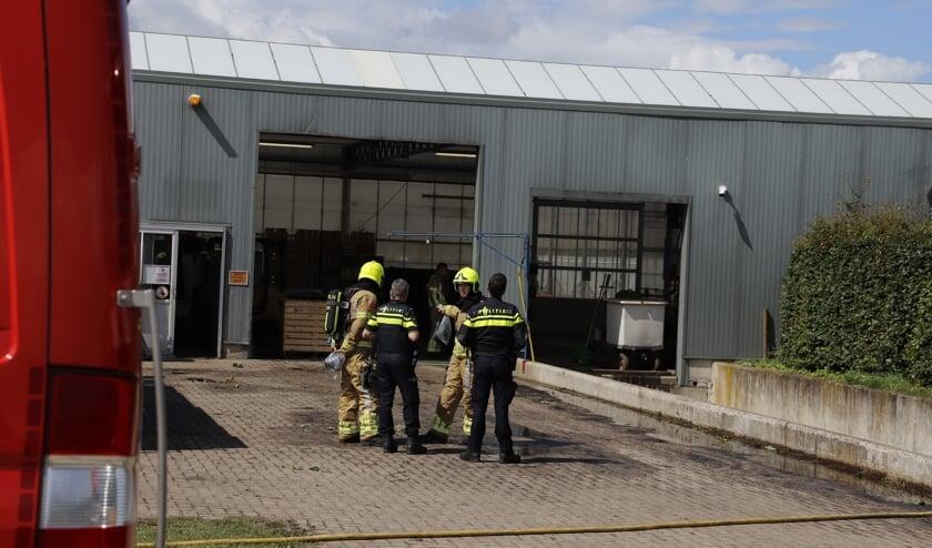 De brandweer werd gealarmeerd voor een hulpverlening met gevaarlijke stoffen aan De Hoef in Leunen