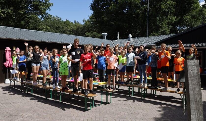 Tijdens de eerste lunch op maandagmiddag zaten de kinderen en hun begeleiding nog vol energie.