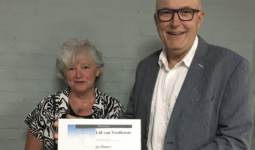 <p><em>Foto: Jos Peeters en zijn vrouw Truus vlak nadat hij afscheid heeft genomen als voorzitter..</em></p>