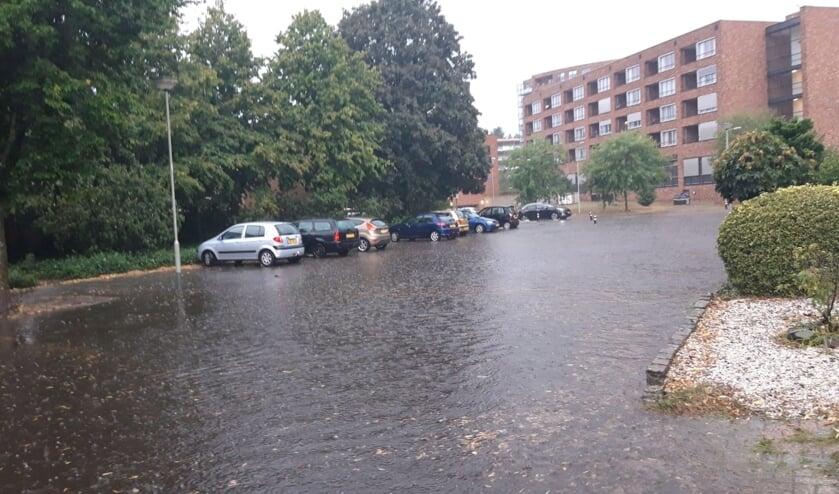 <p>De Blauwververstraat in Venray lijkt wel een rivier.&nbsp;</p>