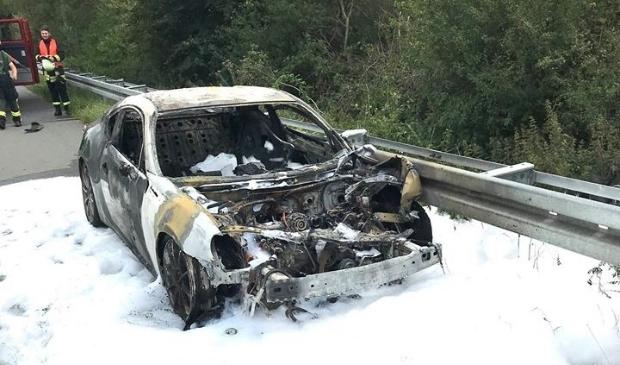 Auto volledig uitgebrand na ongeval