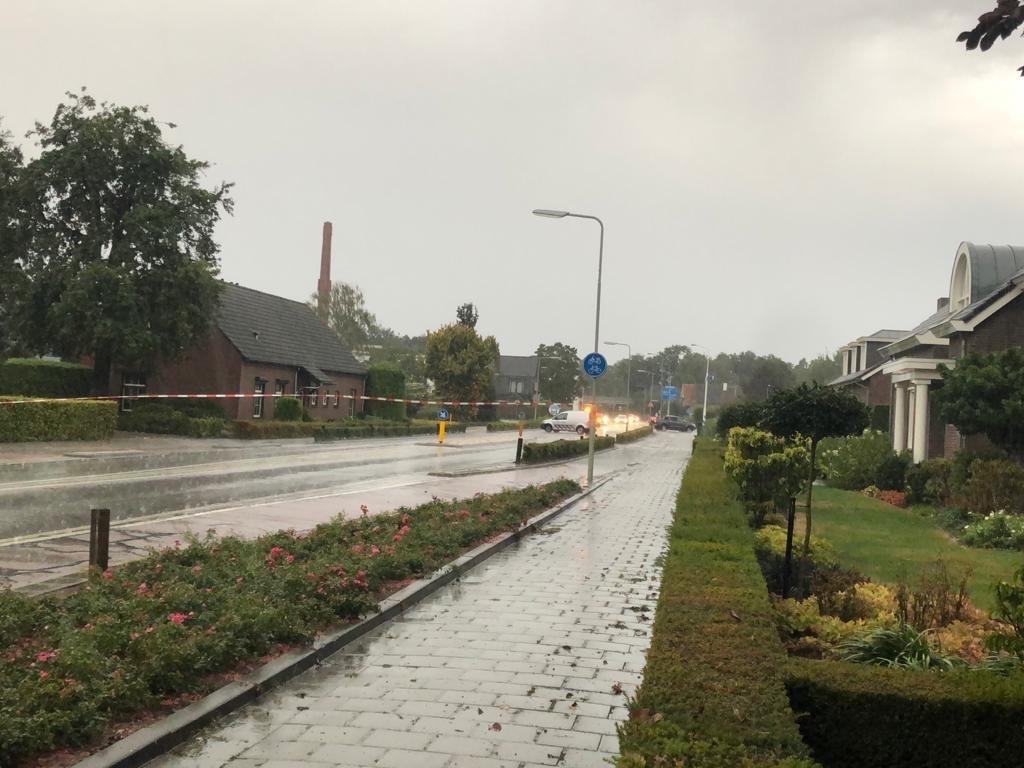 <p>De Albionstraat in Leunen is tijdelijk afgesloten.</p> <p>Foto: Christ van den Munckhof</p> © Peel en Maas Venray