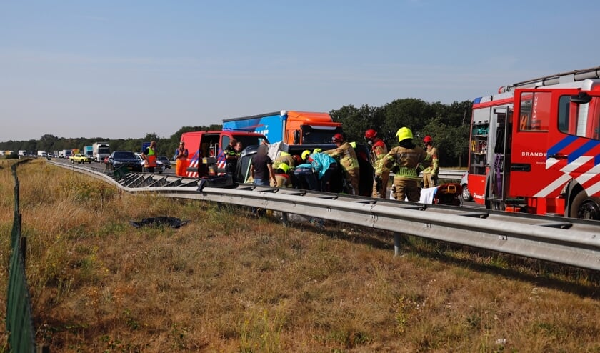 <p>Hulpdiensten aan het werk op de A73.&nbsp;</p>