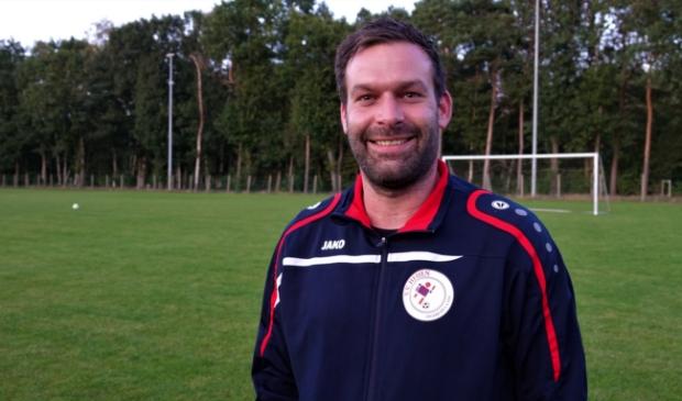 <p>Peter ten Haaf blijft ook volgend seizoen trainer van Heijen</p>