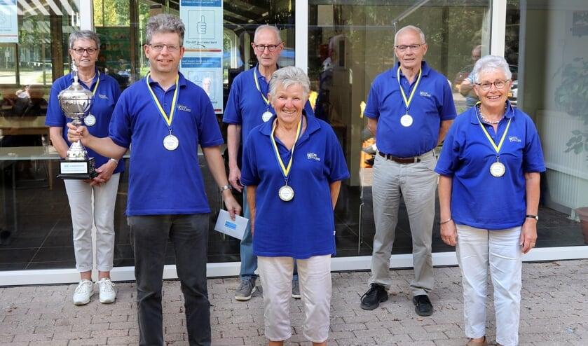 <p>De trotse winnaars Hedse Boulers 1.</p><p><br></p>