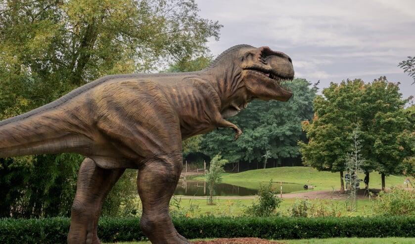 <p>Een van de kolossale &nbsp;dino&#39;s in ZooParc Overloon.</p>
