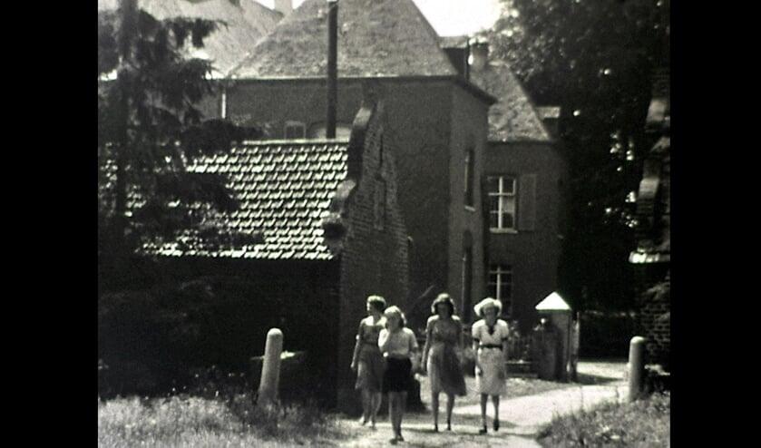 <p>De familie Dus&eacute; bij kasteel Hattert in Vierlingsbeek. </p>