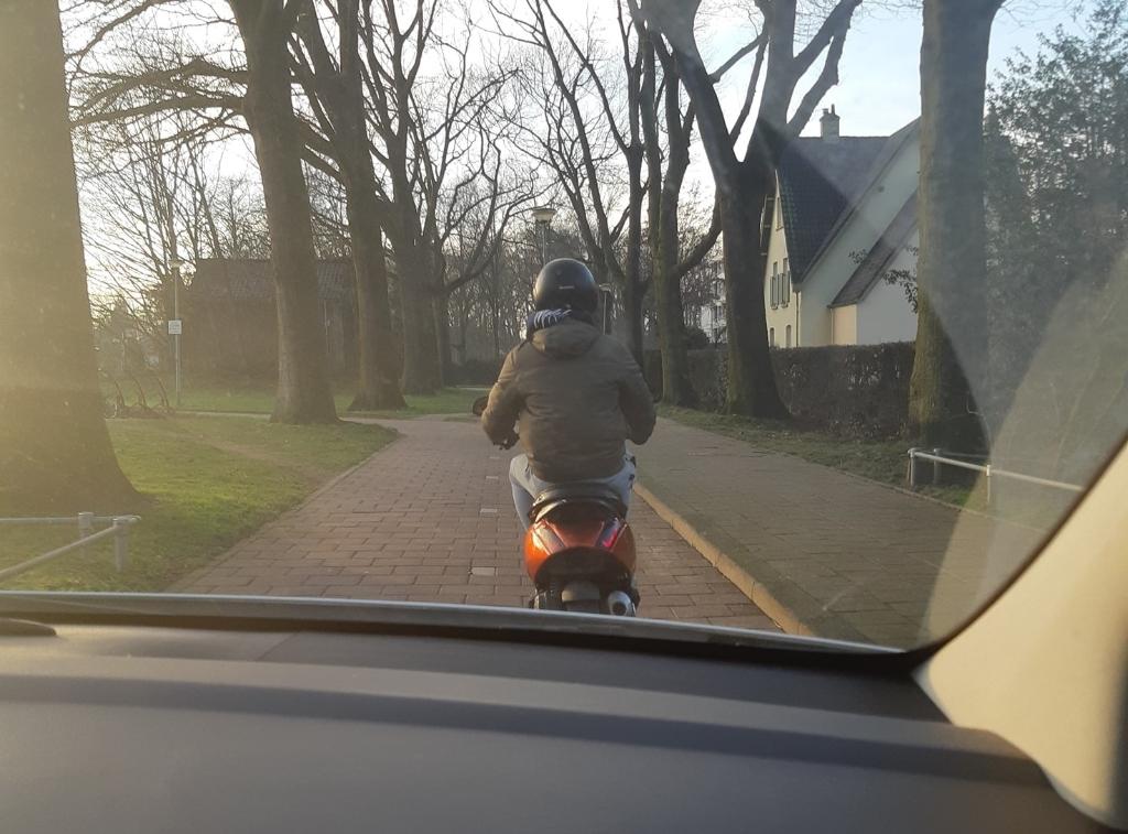 <p>Scooterrijder gezocht.</p>