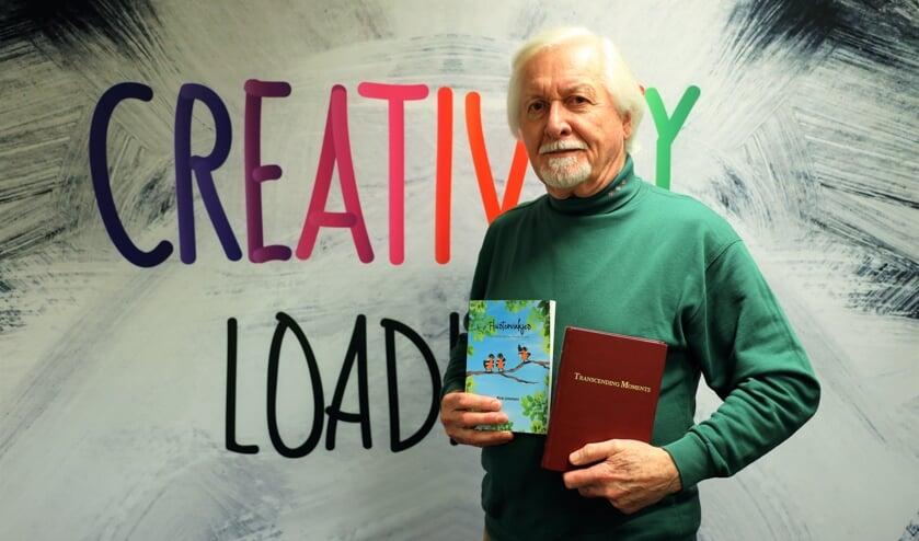 <p>Hans van Kleef is trots op zijn publicatie Fluistervinkjes.</p>