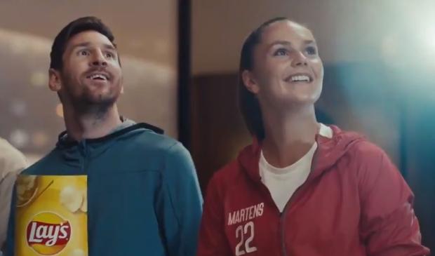 Lieke Martens en Lionel Messi in hun meest recente commercial