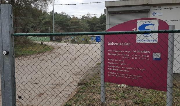 <p>Op Milieupark Heukelom staat de chemocar elke zaterdag</p>
