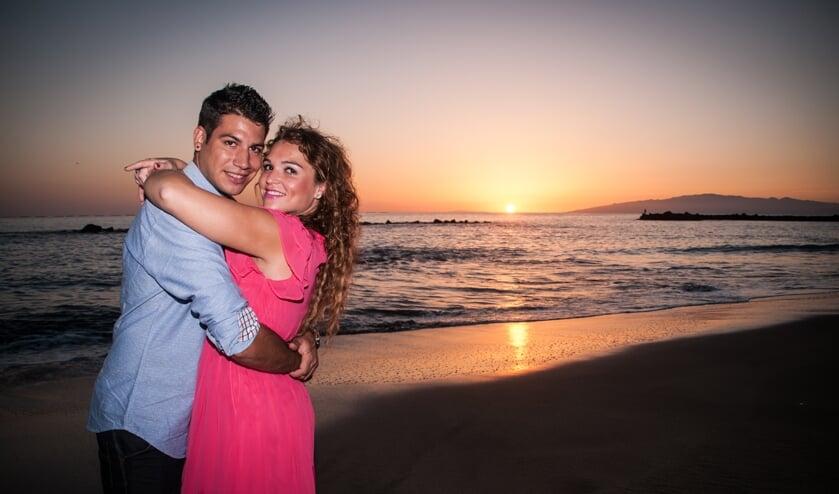 <p>Met haar vriend geniet ze op &#39;het eiland van de eeuwige lente&#39;.</p>