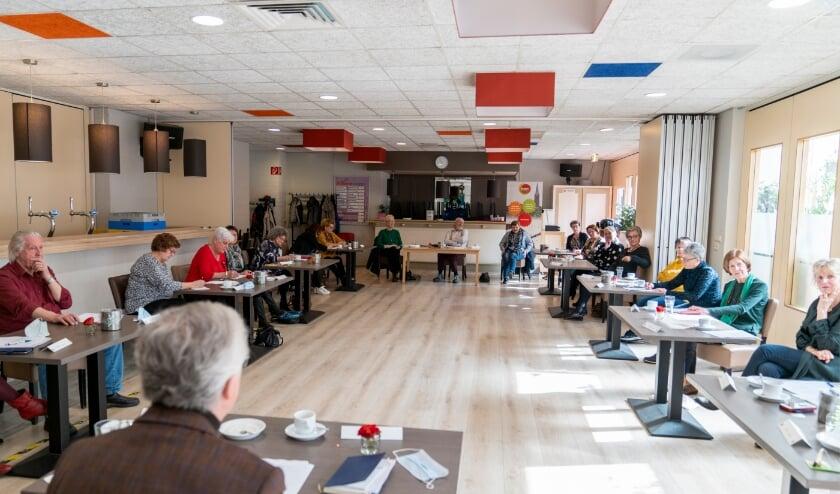 <p>De vrijwilligers van het Toon Hermans Huis kwamen zaterdag bij SV Venray voor het eerst bijeen.</p>