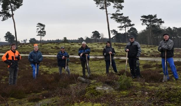 De Offerse uitkijktorenploeg (vlnr) Henk Hendriks, Et Rijniers, Theo Meussen, Wim van Ginkel, Piet Manders, Theo Hermsen en Bert Heijligers