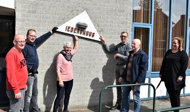 Het stichtingsbestuur van Iedershuus met vlnr Cor Trum, Bas Artz, Anneke Heijligers, Lukas Wolters, Jan Buddiger en Saskia Kamps