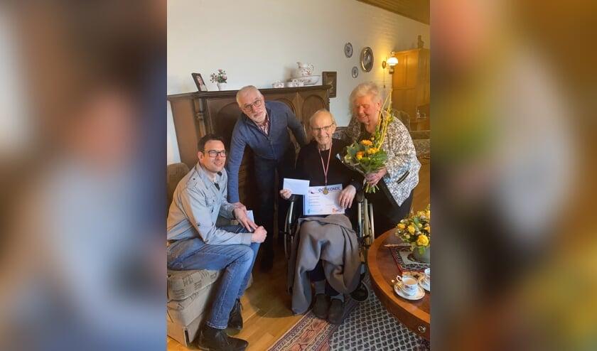 <p>Wim van Osch werd vanwege zijn 75-jarig jubileum bij harmonie Sint Catharina in het zonnetje gezet.&nbsp;</p>