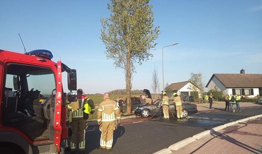 <p>De brandweer aan het werk op de Ooijenseweg.&nbsp;</p>