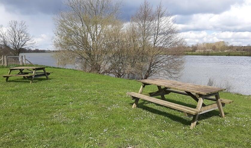 <p>De picknicktafels aan de Maas bij Blitterswijck.&nbsp;</p>