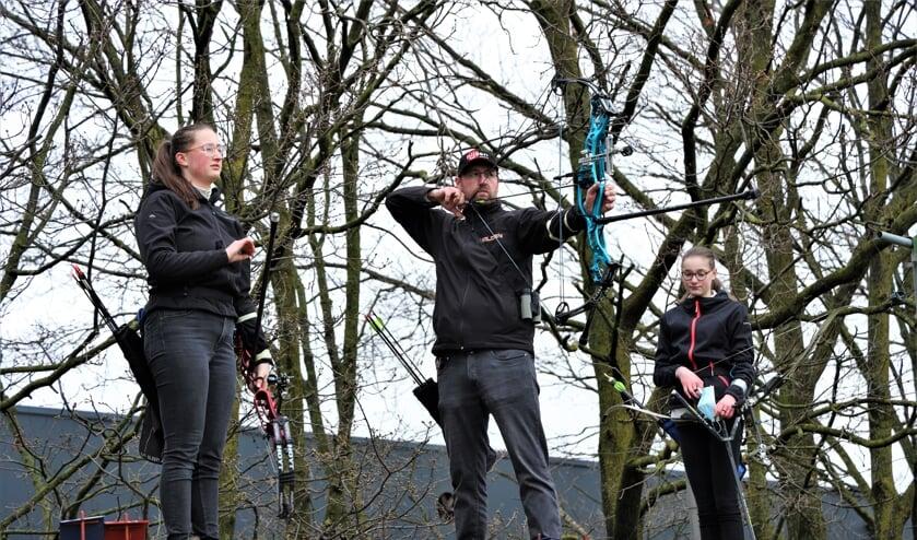 Paul van den Munckhof en zijn dochters Jessie (links) en Kris namen ook deel aan het testevent.