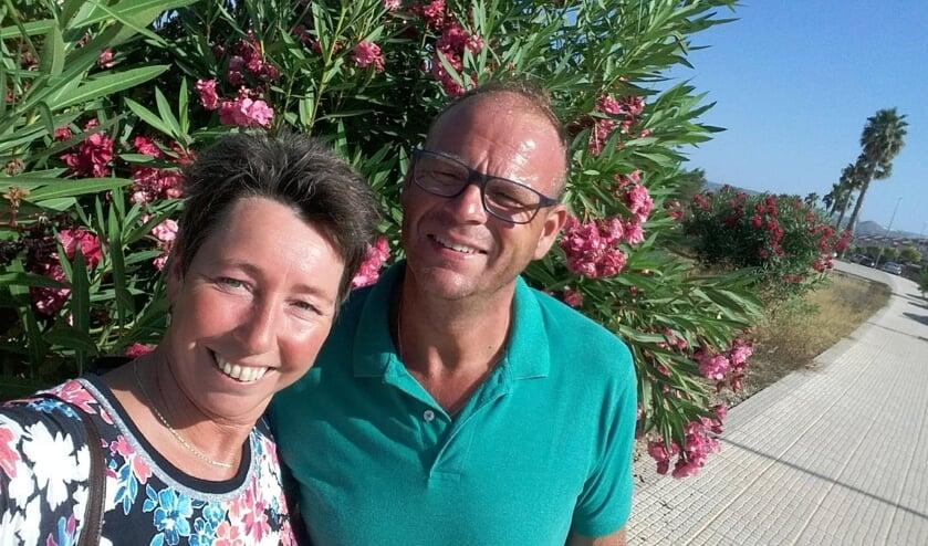 <p>Antoine en Astrid genieten in Spanje van het leven.</p>