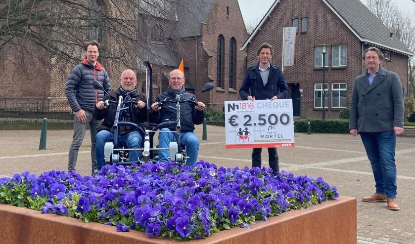 <p>Van links naar rechts op de foto: Jan-Willem Bruijsten, Bert Linskens, Thijs van de Mortel, Bart van der Sterren en Jeroen Janssen van Nh1816 Verzekeringen. </p>