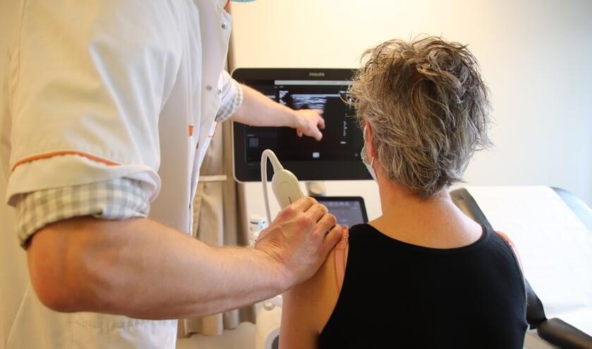 <p>Een pati&euml;nt met peesletsel krijgt bij VieCuri sinds kort bij de eerste afspraak direct een echo van de schouder &eacute;n de diagnose. </p>