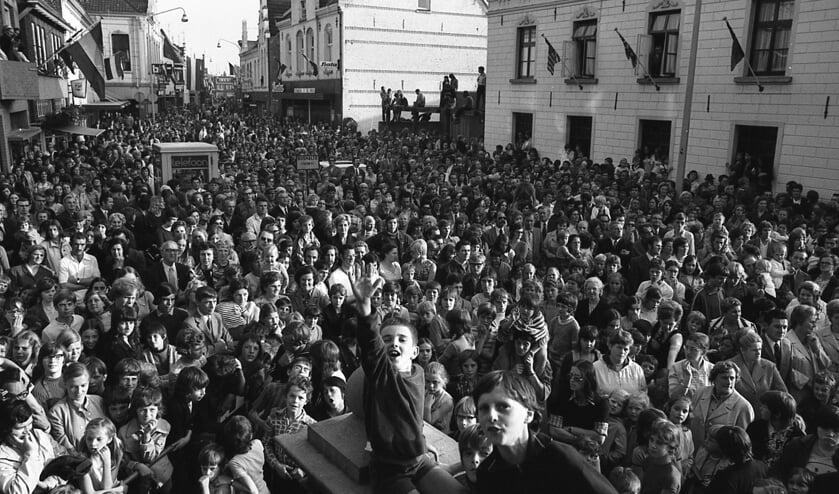 <p>Op 7 juli 1972 werd de ploeg door duizenden mensen opgewacht bij het raadhuis in Venray. </p>