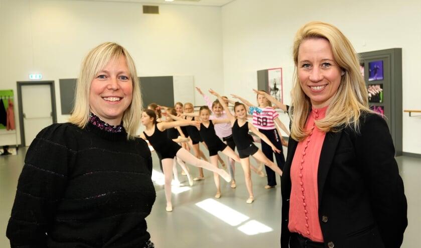 <p>Myrna van Rens (r.) neemt de dansstudio van Martine over.</p>